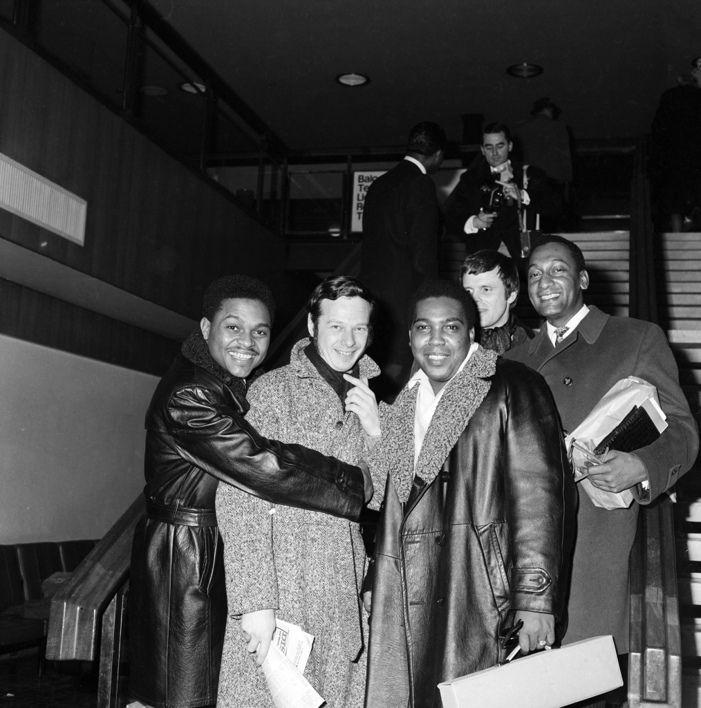 The Four Tops greets Beatles' manager Brian Epstein, Tops' UK Tour promoter, at the Royal Albert Hall, January 1967. (Click image for largest view).
